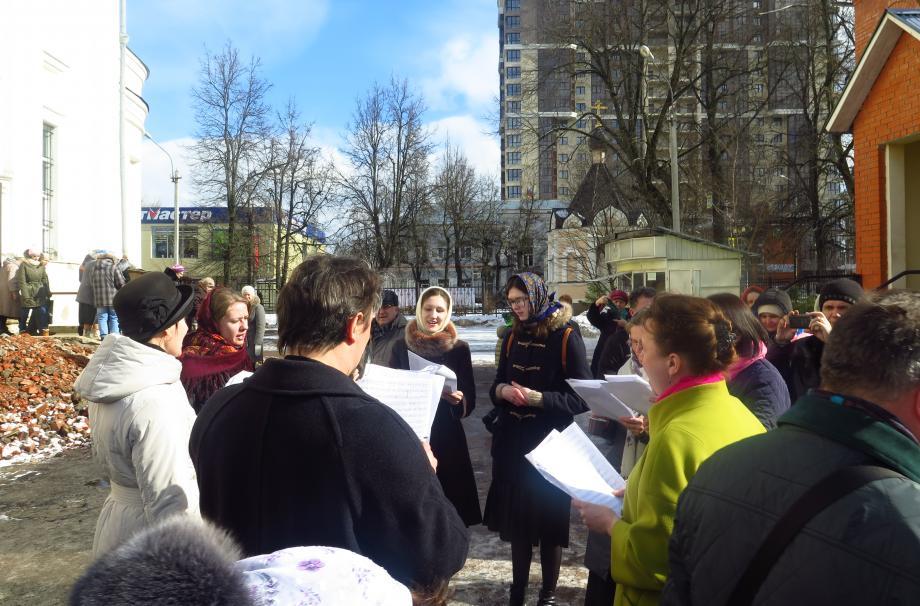 Ярмарку поддержали певчие Левого хора собора