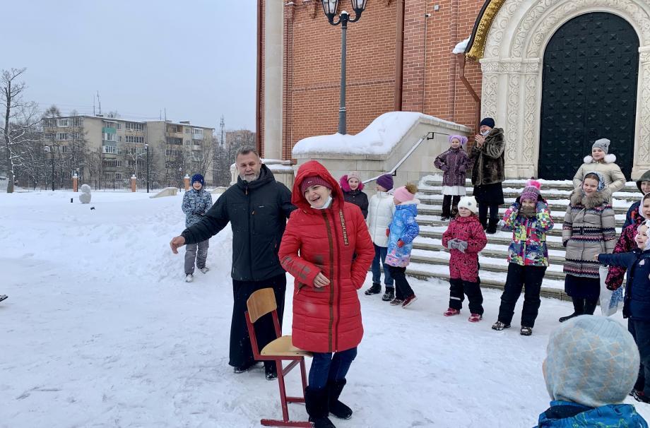 Серафимовского храма п. Селятино прошли Святочные гуляния